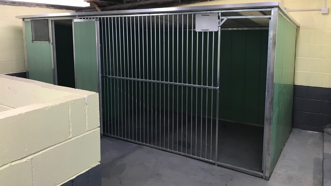 Muttlins Kennels - Large Kennel