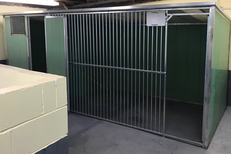 Muttlins Kennels - Double Kennel